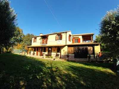 Country house with vineyard only 4 km from the sea