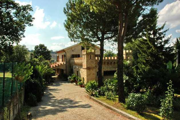 Deliziosa residenza di campagna immersa nel verde for Avvolgere completamente intorno case di log portico